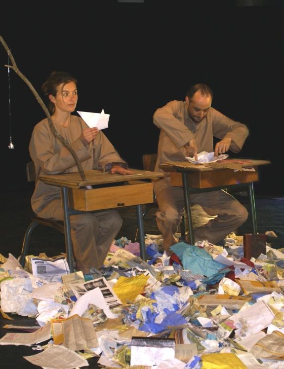 Silences de papiers Compagnie La Pierre et le Tapis Photo Luc Amimer